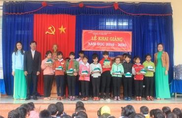 Đồng hành cùng học sinh đến trường tại Trường Tiểu học Ama Khê huyện Krông Buk